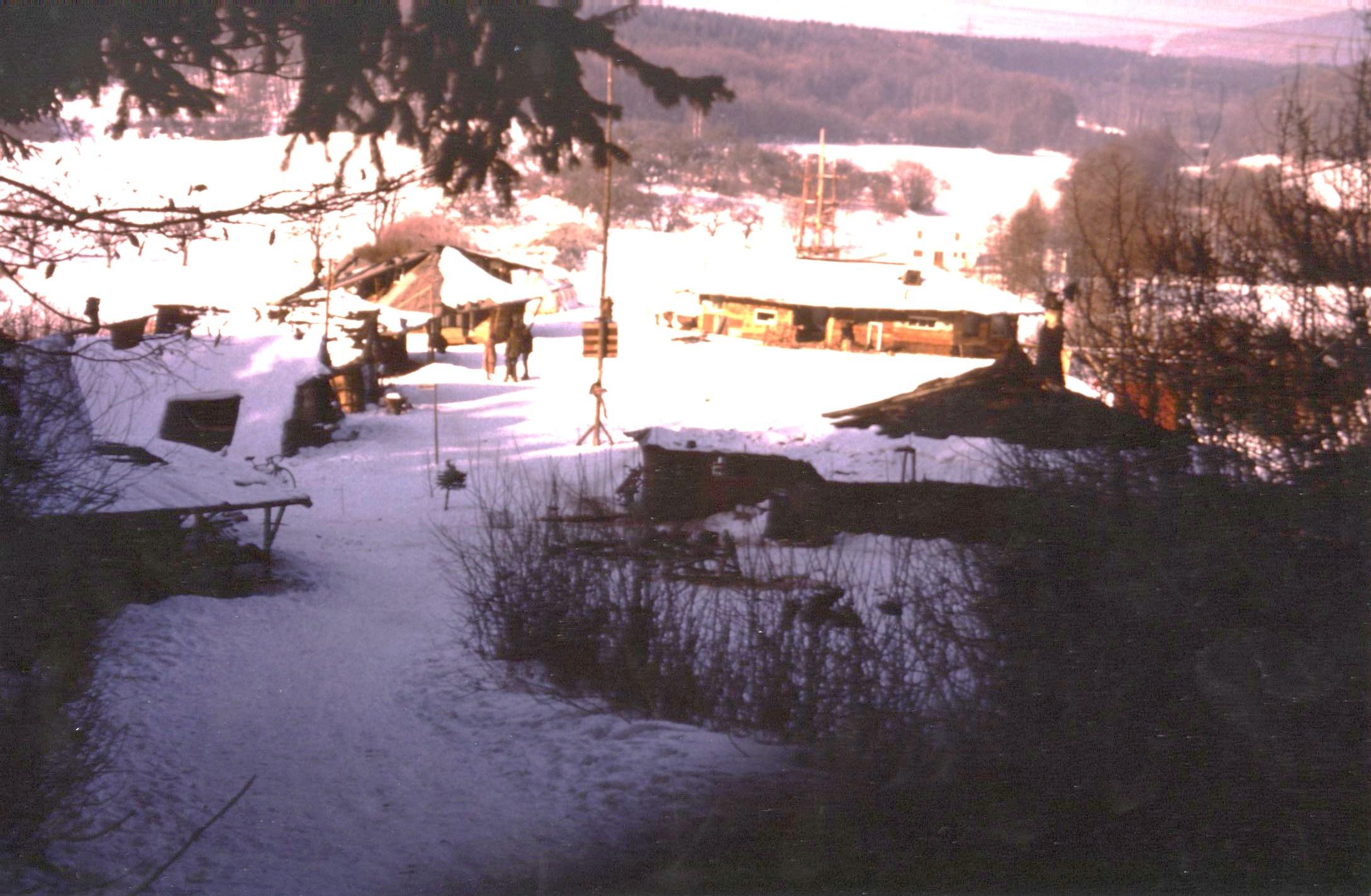 1980 Dorf am Damm im Winter